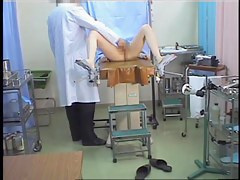 Hidden cam in gyno medical scrutiny shoots stretched babe