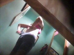 Girl puts on pants and loses of bra on the voyeur camera