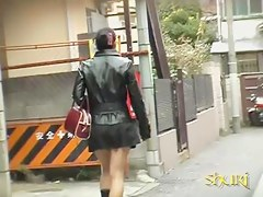 Sharking of a gorgeous Asian girl wearing a short skirt
