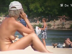 Amateur nudist blonde on hidden beach cam