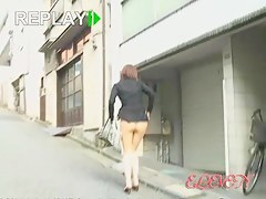 Street sharking video showing a lovely Japanese ass