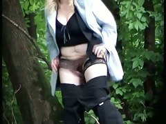 Chubby blonde nude nub on spy cam  when pissing in the park