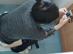 Teen asian with shaved pussy pissing