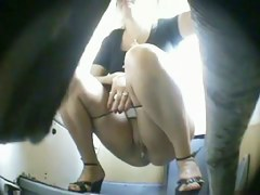 Pretty amateur climbs the toilet bowl pissing on the spy cam