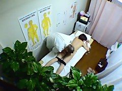Hidden cam massage for pretty Asian and her hairy cunt