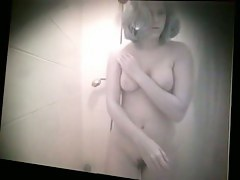 Alluring mature white woman gets recorded while showering
